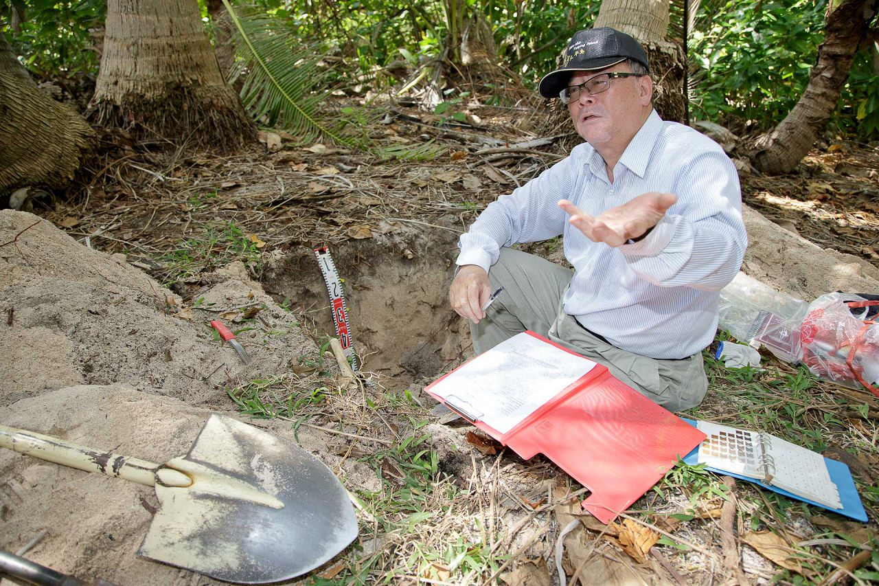 2-4 Dr. Zueng-sang Chen, soil environmental quality expert, tests the soil on Taiping Island_LR1920_100.jpg