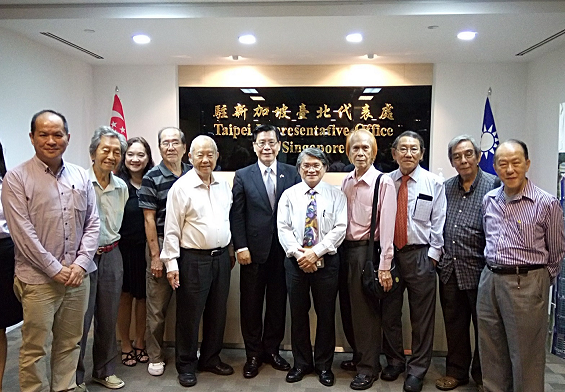 Representative Francis Liang receives a visit from Singapore (International) Arts & Culture Exchange Association