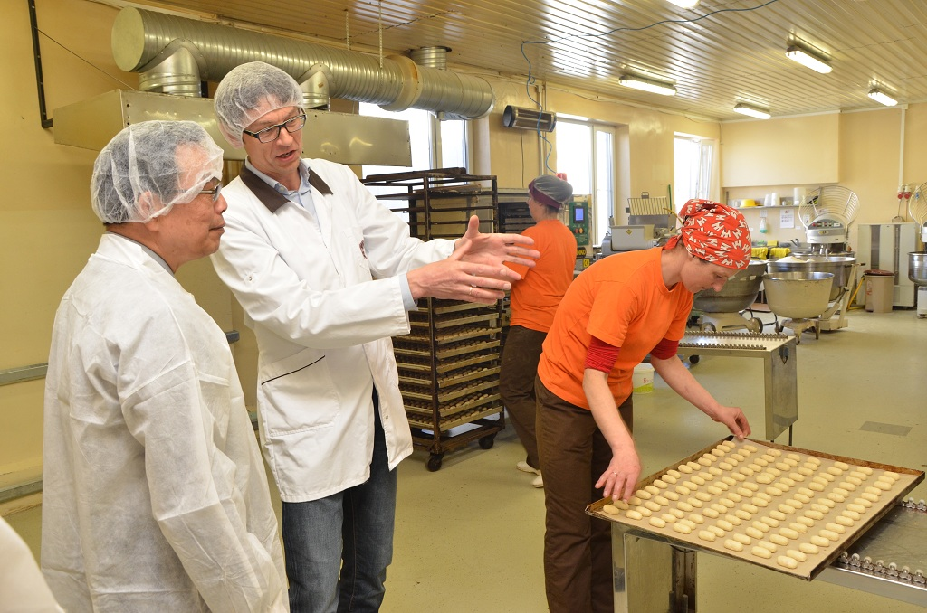 Representative Wu visits the Canelle Bakery factory under the guidance of its chairman, Mr. Ivars Skrebelis